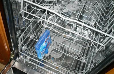Укладка в посудомойку средства для чистки