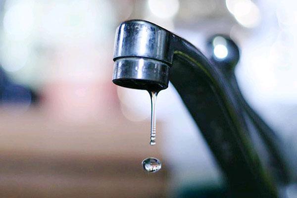 Капля воды из водопроводного крана