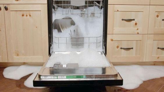 Что делать, если посудомоечная машина выключается во время работы