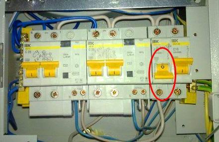 Электрощиток с выбитым автоматом