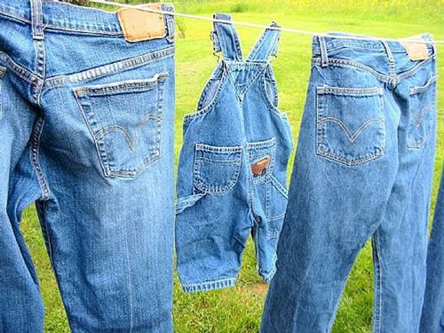 Как правильно сушить и гладить джинсы?