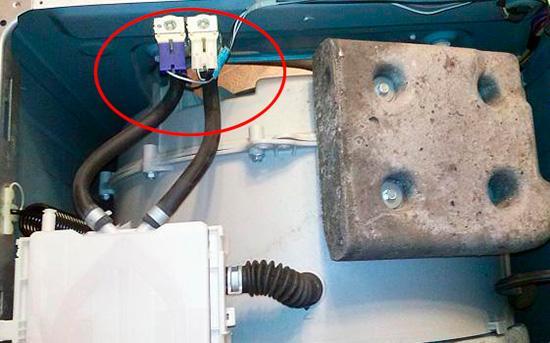 Расположение впускного клапана подачи воды в стиральной машине