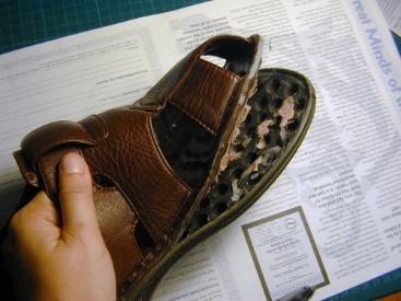 Развалившаяся после стирки обувь