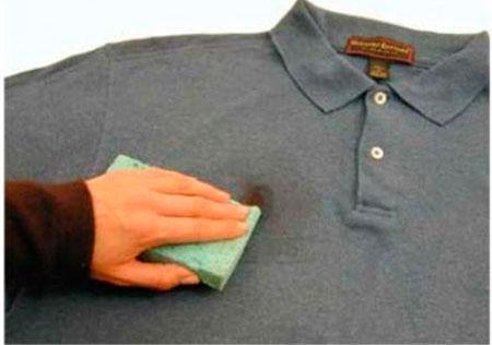 Отстирываем свежие пятна крови с одежды