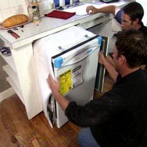 Встраиваем посудомоечную машинку