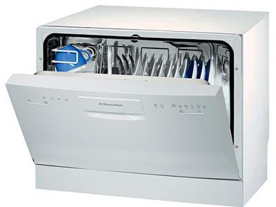 Отдельно стоящая маленькая посудомоечная машина