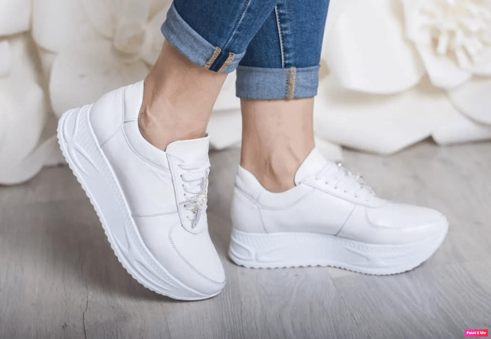как постирать белые кроссовки