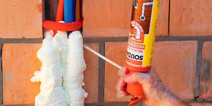 как убрать засохшую монтажную пену с одежды