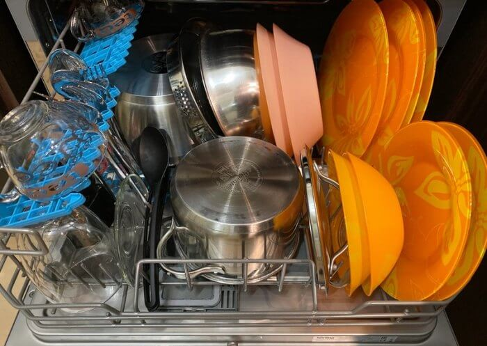 как загрузить посудомоечную машину
