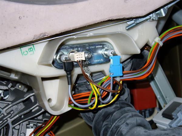 Отсоединяем провода, подходящие к ТЭНу