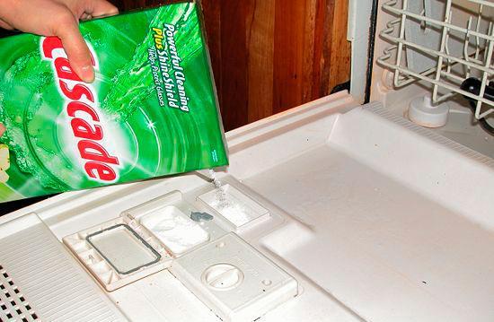 Заправляем посудомойку моющим средством