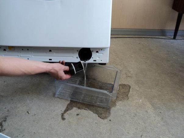 Слить воду через фильтр в стиральной машине